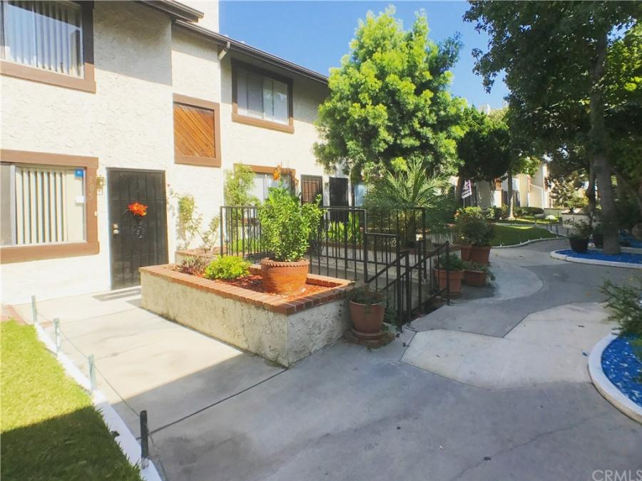 16126 Cornuta Avenue 105, Bellflower, California
